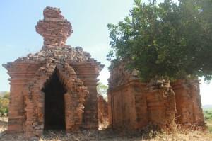 1-Tháp PoDam mặt hướng về nam